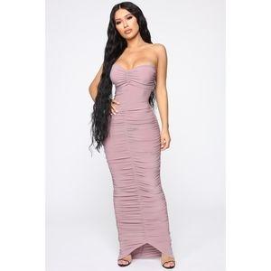 FASHION NOVA : Alandra Ruched Maxi Dress